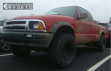 "1997 Chevrolet S10 - 15x8 0mm - Pro Comp Series 52 - Stock Suspension - 33"" x 12.5"""