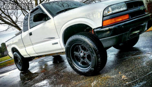 "2003 Chevrolet S10 - 17x8 0mm - Vision Daytona - Suspension Lift 2.5"" - 255/65R17"