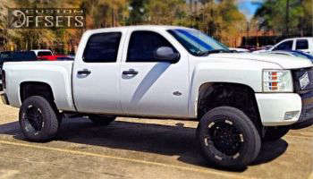 "2007 Chevrolet Silverado 1500 - 20x10 -24mm - Moto Metal MO951 - Suspension Lift 7.5"" - 275/65R20"