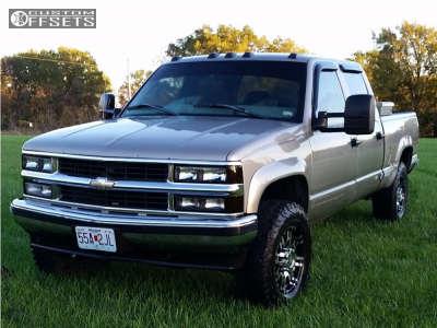 1999 Chevrolet K2500 - 17x8 0mm - Helo He835 - Leveling Kit & Body Lift - 285/70R17