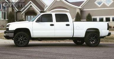 2006 Chevrolet Silverado 2500 HD - 20x10 -24mm - Fuel Maverick - Stock Suspension - 305/50R20