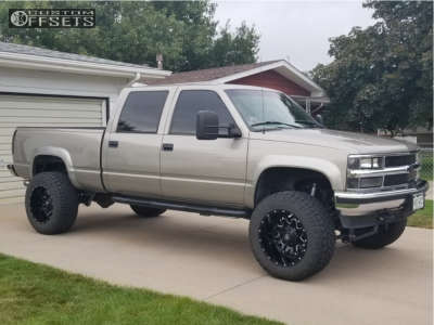 "2000 Chevrolet K2500 - 20x12 -44mm - Fuel Lethal - Suspension Lift 6"" - 35"" x 12.5"""