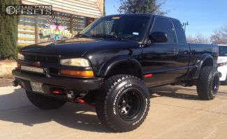 "2003 Chevrolet S10 - 15x12 -63mm - Black Rock D Widow - Suspension Lift 3"" - 32"" x 11.5"""