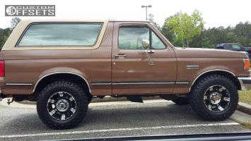 1988 Ford Bronco - 17x9 -12mm - XD XD797 - Leveling Kit - 285/70R17