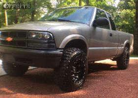 "2000 Chevrolet S10 - 15x10 -43mm - Fuel Lethal - Suspension Lift 3"" - 30"" x 9.5"""