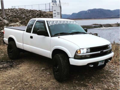"2001 Chevrolet S10 - 15x8 -16mm - Fuel Vapor - Leveling Kit - 30"" x 9.5"""