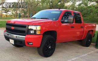 2010 Chevrolet Silverado 1500 - 18x9 0mm - KMC Rockstar - Leveling Kit - 285/65R18