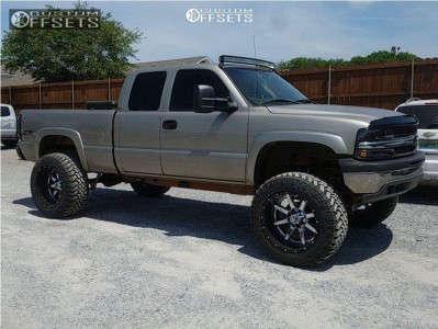 """2002 Chevrolet Silverado 1500 - 22x14 -76mm - Fuel Maverick D260 - Suspension Lift 6"""" - 37"""" x 13.5"""""""