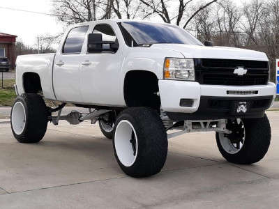 "2007 Chevrolet Silverado 1500 - 24x16 -100mm - Fuel Maverick - Lifted >12"" - 40"" x 15.5"""