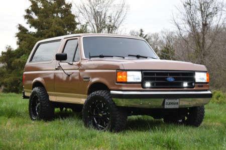 "1990 Ford Bronco - 18x10 -24mm - Moto Metal Mo962 - Leveling Kit - 33"" x 12.5"""