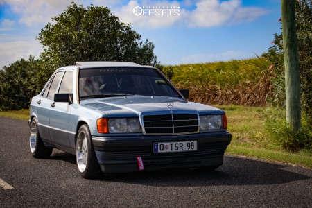 1990 Mercedes-Benz 190E - 17x8 30mm - Alzor 803 - Stock Suspension - 215/45R17