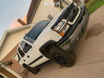 2004 Chevrolet Avalanche 1500 - 18x9 -12mm - Ultra Hunter - Leveling Kit - 275/70R18