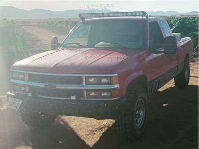 1995 Chevrolet K1500 - 16x8 -6mm - Ultra Type 164 - Stock Suspension - 285/75R16