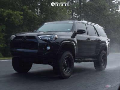 "2018 Toyota 4Runner - 18x9 -12mm - Fuel Triton - Suspension Lift 4"" - 33"" x 12.5"""