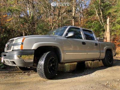 2004 Chevrolet Silverado 1500 - 17x9 -12mm - Moto Metal Mo970 - Stock Suspension - 255/70R17