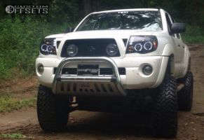 "2006 Toyota Tacoma - 17x9 -12mm - XD Hoss - Suspension Lift 6"" & Body 3"" - 35"" x 12.5"""