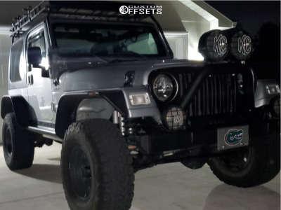 """2005 Jeep TJ - 17x10 -24mm - Fuel Maverick D538 - Suspension Lift 2.5"""" - 33"""" x 12.5"""""""