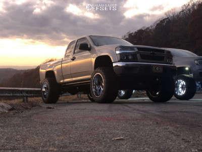 "2004 Chevrolet Colorado - 20x12 -44mm - Gear Off-Road Kickstand - Suspension Lift 4"" - 285/55R20"