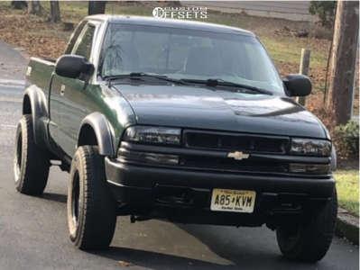 "2002 Chevrolet S10 - 15x8 0mm - Pro Comp 51 - Stock Suspension - 31"" x 10.5"""