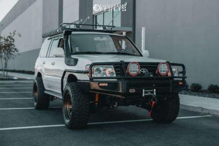 "1998 Toyota Land Cruiser - 17x10 -18mm - Fuel Shok - Leveling Kit - 33"" x 12.5"""
