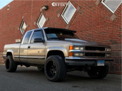 2000 Chevrolet K2500 - 20x12 -44mm - Moto Metal Mo970 - Stock Suspension - 305/50R20