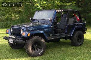 "2005 Jeep Wrangler - 15x8 -22mm - Mickey Thompson Classic III - Suspension Lift 3"" - 33"" x 12.5"""