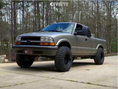 """2000 Chevrolet S10 - 15x10 -39mm - Vision D Window - Suspension Lift 3"""" - 31"""" x 10.5"""""""