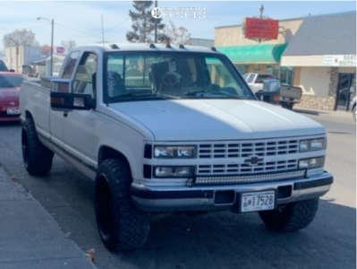"1993 Chevrolet K2500 - 22x12 -44mm - Fuel Triton D581 - Stock Suspension - 33"" x 12.5"""