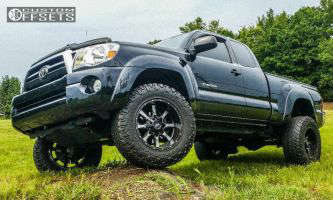 "2008 Toyota Tacoma - 18x10 -24mm - Moto Metal MO970 - Suspension Lift 3"" - 275/70R18"