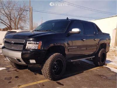 "2008 Chevrolet Avalanche - 20x12 -43mm - Fuel D611 - Leveling Kit & Body Lift - 35"" x 13.5"""