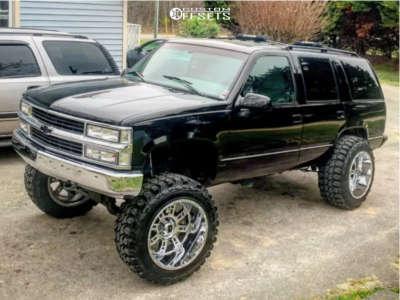 "1995 Chevrolet Tahoe - 22x14 -76mm - XD Riot - Suspension Lift 6"" - 37"" x 13.5"""