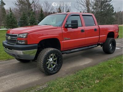 """2005 Chevrolet Silverado 2500 HD Classic - 22x12 -44mm - Fuel Maverick D260 - Suspension Lift 6"""" - 355/40R22"""