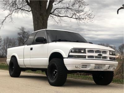 "2001 Chevrolet S10 - 15x8 -25mm - Bart Super Trucker - Suspension Lift 3"" - 31"" x 10.5"""