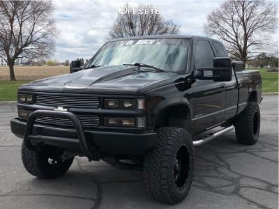 "1998 Chevrolet K1500 - 18x10 -24mm - Moto Metal Mo970 - Suspension Lift 3"" - 33"" x 12.5"""