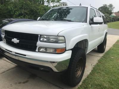 2006 Chevrolet Suburban 1500 - 17x9 -12mm - Fuel Nitro - Leveling Kit - 285/75R17