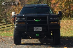 """1994 Chevrolet K1500 Suburban - 16x8 31mm - Spaced out Stockers Spaced out stockers - Suspension Lift 6"""" - 275/75R16"""