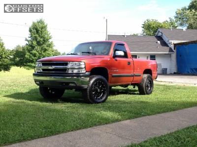 2001 Chevrolet Silverado 1500 - 18x9 0mm - Moto Metal MO962 - Leveling Kit - 285/75R18