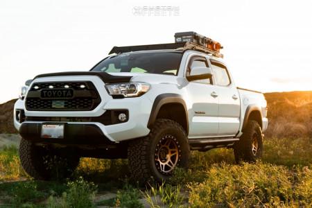 "2019 Toyota Tacoma - 17x8.5 0mm - Method Mr312 - Suspension Lift 3"" - 33"" x 12.5"""