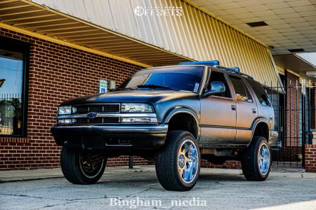 "1998 Chevrolet Blazer - 20x10 -19mm - Off Road Monster M07 - Suspension Lift 4"" - 265/50R20"