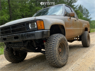 """1987 Toyota Pickup - 15x10 -38mm - American Racing AR62 Outlaw ll - Suspension Lift 3"""" - 31"""" x 10.5"""""""