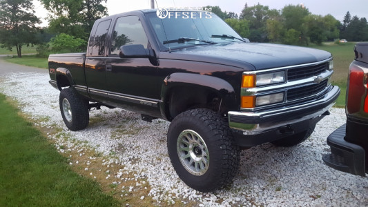 """1996 Chevrolet K1500 - 17x9 0mm - Fuel Vector - Suspension Lift 6"""" - 35"""" x 12.5"""""""