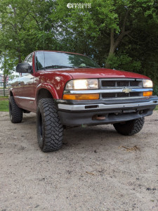"2000 Chevrolet S10 - 15x8 -19mm - Pacer Soft 8 - Suspension Lift 2.5"" - 31"" x 10.5"""