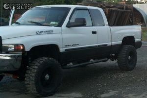 "2002 Dodge Ram 2500 - 22x14 -70mm - Fuel Nuts - Leveling Kit - 37"" x 13.5"""