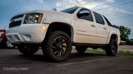 "2007 Chevrolet Avalanche - 20x9 1mm - Fuel Cleaver - Suspension Lift 4"" - 33"" x 12.5"""