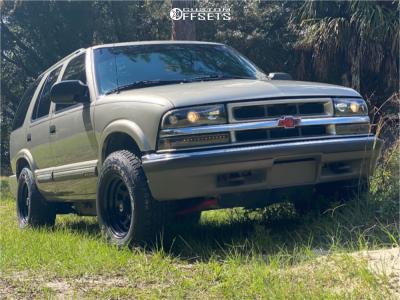 2000 Chevrolet Blazer - 15x8 0mm - Pro Comp Series 51 - Stock Suspension - 235/75R15