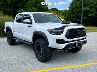 "2020 Toyota Tacoma - 17x8.5 0mm - Icon Alloys Rebound - Suspension Lift 2.5"" - 285/70R17"