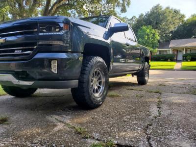 2018 Chevrolet Silverado 1500 - 17x9.5 0mm - Black Rhino Chase - Leveling Kit - 295/70R17