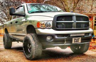 2004 Dodge Ram 2500 - 20x12 -44mm - Moto Metal MO962 - Leveling Kit - 285/55R20