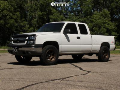 2003 Chevrolet Silverado 1500 - 18x9 -12mm - Fuel Shok - Stock Suspension - 275/65R18