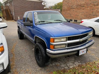 1997 Chevrolet K1500 - 18x10 -24mm - Moto Metal MO970 - Stock Suspension - 285/65R18